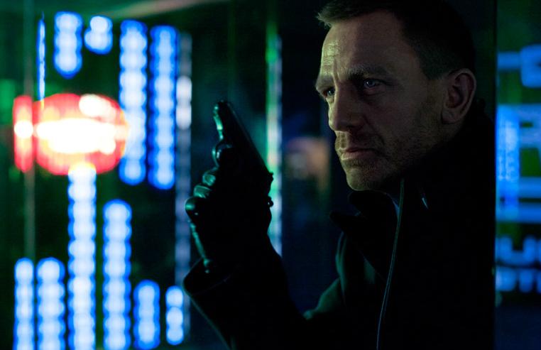 Campbell ayant fait son ménage, et Forster étant passé dans les coins pour  les finitions, Bond avait besoin d'un bon rangement. Un Bond sur le déclin.